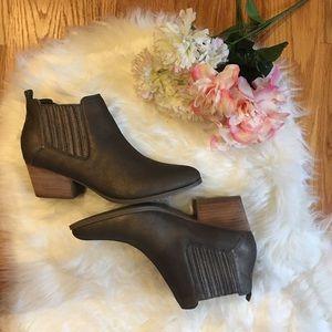 🌹Crown Vintage Bronze Booties Size 8🌹